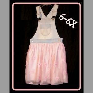 Adorable overalls dress. Excellent Condition